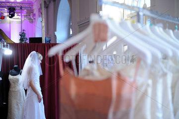 Berlin  Deutschland  Besucherin auf der Premium-Hochzeitsmesse Himmlisch Heiraten