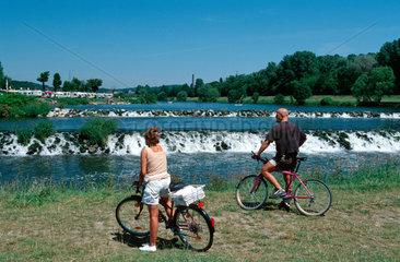 Hattingen  Radfahrer an der Ruhr