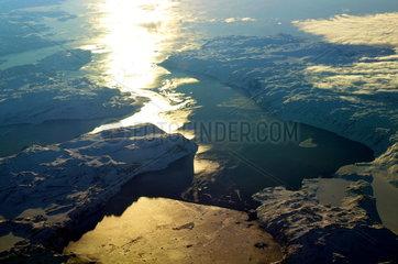 Luftaufnahme der Westkueste Groenlands