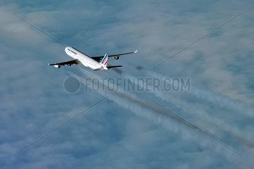 Luftverkehr: Kondensstreifen