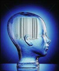 Glaeserner Kopf mit Strichcode
