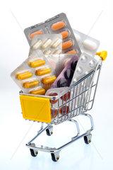 Hamburg  Einkaufswagen mit Medikamenten