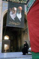 Seyed Mohammad Khatami und Chomeini .[Enzyklopaedie: 23. Mai. DB Sonderband: Wikipedia 2005/2006  S. 934646].toleslam Seyed Mohammad Khatami.[Enzyklopaedie: 23. Mai. DB Sonderband: Wikipedia 2005/2006  S. 934646].Seyed Mohammad Khatami und Chomeini