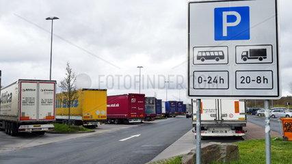 LKW Parkplatz auf der Autobahn A3