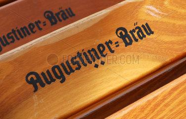 Augustiner-Braeu Klappstuehle