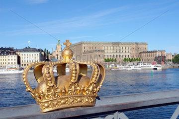 Skeppsholmsbron mit einer Nachbildung der Koenigskrone  Stockholm  Schweden
