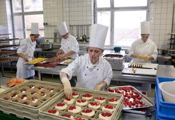 Auszubildende zu Konditorinnen bei HENKEL in Duesseldorf