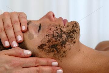 Wellness  Gesichtsbehandlung