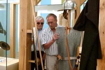 Museumsfuehrung fuer Sehbehinderte