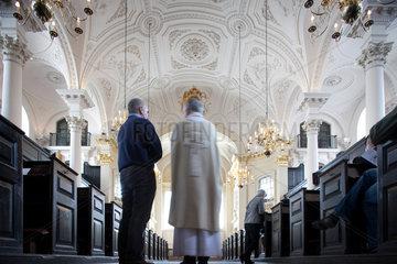 London  Grossbritannien  Priester in der St. Martin-in-the-Fields