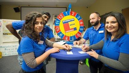 AserbaidschanerInnen und Deutsche und Gluecksrad des Studentenwerks in Global Village