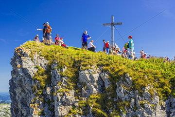 Bergwanderer auf dem hohen Ifen in den Allgaeuer Alpen
