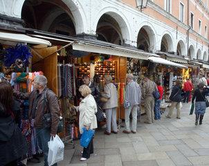 Venedig  Geschaefte an der Rialto Bruecke