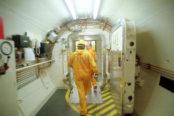 Personenschleuse im Atomkraftwerk Unterweser
