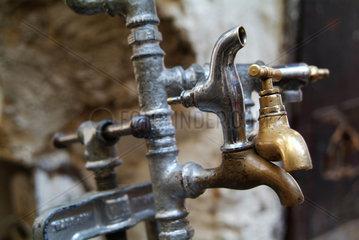 Wasserhaehne zur rituellen Reinigung in Fès