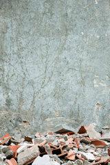 Construction rubble  broken bricks  pieces of concrete against wall