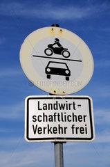 Verkehrsschild Landwirtschaftlicher Verkehr frei