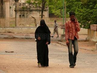 Ein Paar auf den Stra__en von Hyderabad