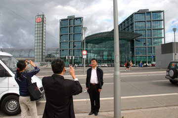Germany. Berlin. japanese tourist and new central station