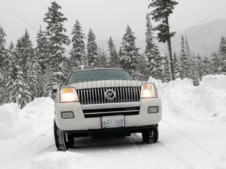 Mercury Gelaendewagen in Winterlandschaft