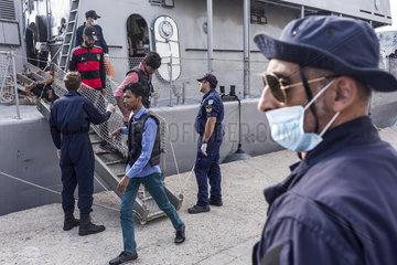 Ankunft von Fluechtlingen auf der Insel Lesbos