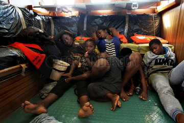Seenotrettung von Bootsfluechtlingen vor der libyschen Kueste