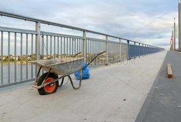 Stagnierende Bauarbeiten an der Kennedybruecke in Bonn