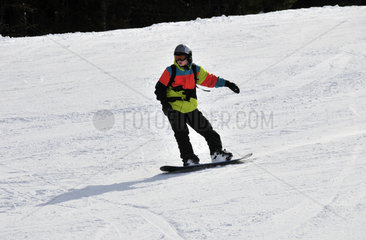 Snowboarder  Soellereck  Oberstdorf  Allgaeuer Alpen  Oberallgaeu  Bayern
