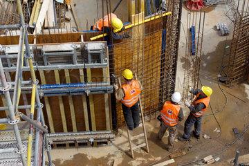 Armierungsarbeiten auf einer Grossbaustelle