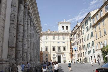 Piazza di Pietra in Rom