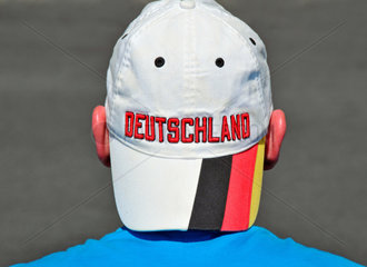 Deutscher Fussballfan mit roten Ohren