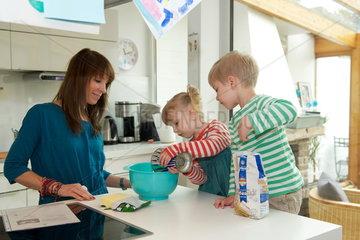 Kuchenbacken mit Kindern