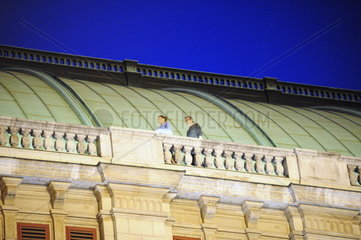 Hollywood filming of Mission Impossible V in Vienna on the opera. Rebecca Ferguson und Christopher McQuarrie.