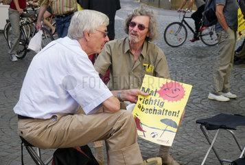 Kleinkind bei Anti-Atomkraft-Demonstration Mal richtig abschalten in Bonn