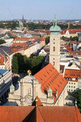 Blick auf die Heiliggeistkirche in Muenchen