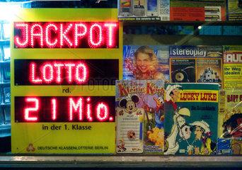Berlin  Werbung fuers Lottospielen
