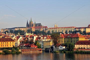 Blick von der Karlsbruecke auf Prag