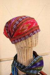 Schaufensterpuppe mit ein Kopftuch