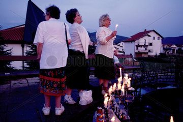 Medjugorje  Bosnien und Herzegowina  Pilgerinnen im Wallfahrtsort