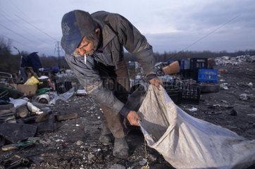 Obdachloser auf einer Muelldeponie in Polen