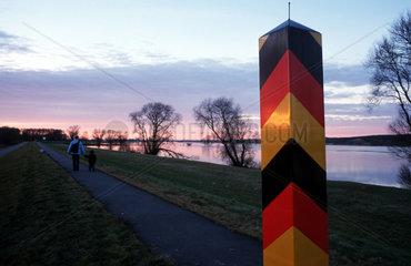 Silhouetten an der Oder im Abendlicht (Brandenburg)