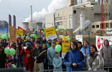 Demo der Klima-Allianz NRW beim Braunkohlekraftwerk Neurath