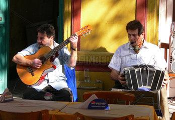 Argentinien: Tango Musiker in einer Tango-Kneipe in La Boca  Buenos Aires