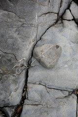 Risse und Linien auf Felsen