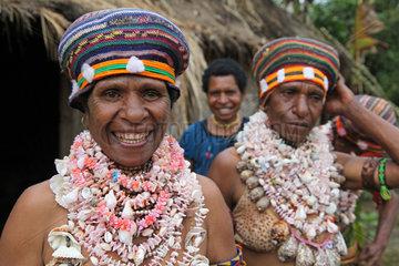 Papua Neuguinea  Eingeborene feiern ein Sing Sing.