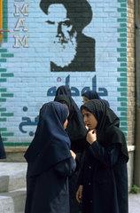 Iranische Schuelerinnen