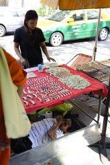 Amulett-Verkaeuferin / Bangkok / Thailand / SUEDOSTASIEN-REISE 12.12.2010-30