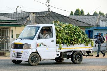 LKW mit Bananen in Accra