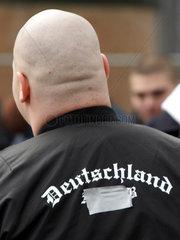 Neonazis bei einer Demo in Kiel