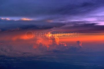 Gewitterwolken ueber der Karibik